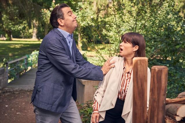 Bastian will mit Kims Hilfe seine Schwägerin Svenja ausspionieren - der Schuss geht nach hinten los.