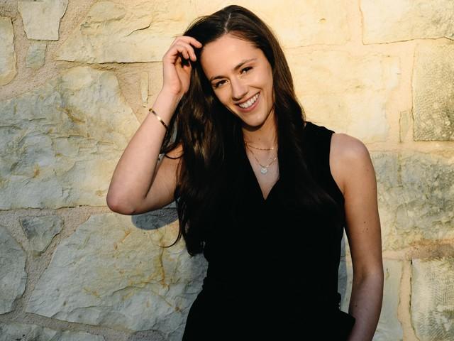 """Die 30-jährige Rechtsanwältin Irina Schlauch aus Köln ist die erste """"Princess Charming"""""""
