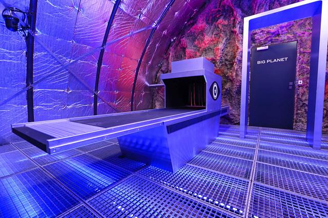 Über den Hangar gelangen die Bewohner zur Raumstation und auf den Big Planet.
