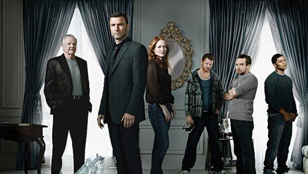 Ray Donovan (Liev Schreiber, 2. v. l.) hat alles im Griff. Nur nicht Papa Mickey (Jon Voight, l.) und die Familie.