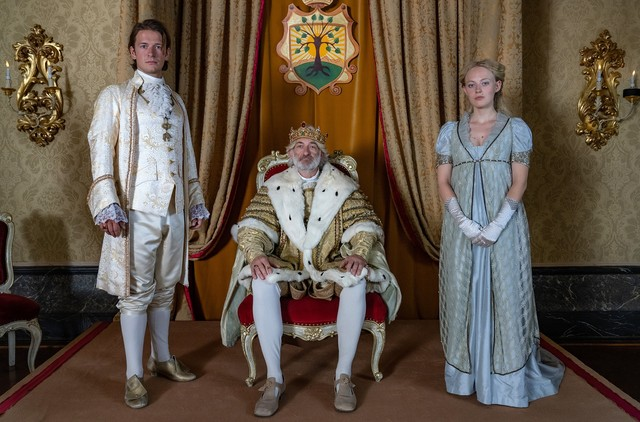 Prinz Lassmann (Stefan Gorski), König Albert (Dominick Raacke) und Helene (Caroline Hellwig)