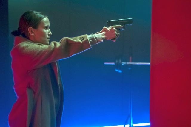"""Häufig auf eigene Faust: Sara (Peri Baumeister), die für die Polizei """"Vertrauenspersonen"""" (""""V-Leute"""") im organisierten Verbrechen führt."""
