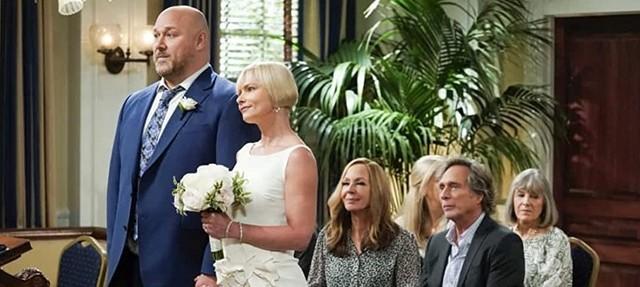 Die Hochzeit von Andy und Jill, im Publikum Bonnie und Adam sowie Tammy und Marjorie.