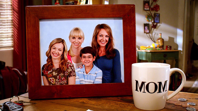 """Die ursprünglichen """"Mom""""-Protagonisten aus Staffel 1: Violet, Christy, Roscoe und Bonnie."""