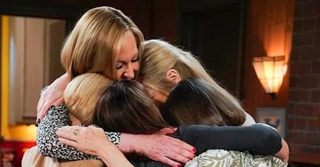 Gruppenumarmung zum Serienende mit Bonnie, Jill, Wendy Marjorie und Tammy.