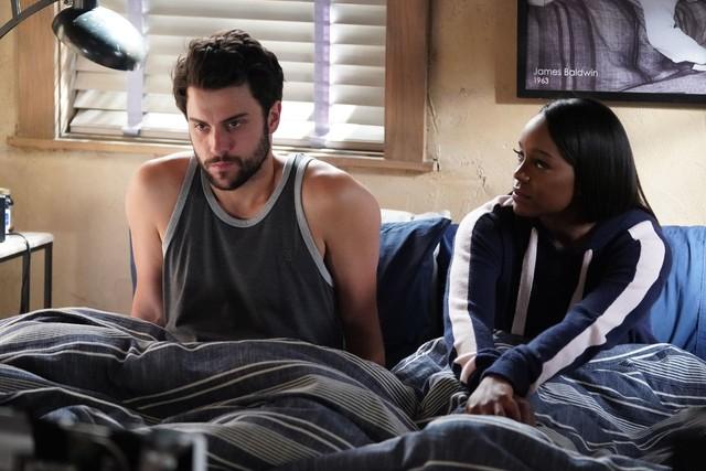 Connor (Jack Falahee) und Michaela (Aja Naomi King) diskutieren über ihre Schuld.