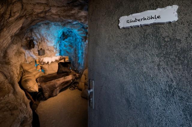 Die Räuberhöhle ist das Sprechzimmer im Märchenwald