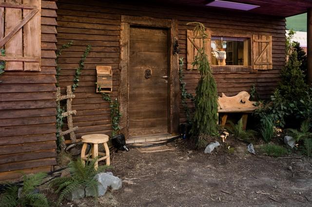 Eintritt ins Märchenland: Die Bewohner müssen durchs Hexenhäuschen.