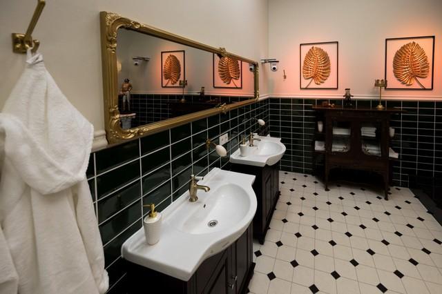 Im Märchenschloss fehlt es den Bewohnern an nichts: Im Badezimmer können sie ihrer Körperpflege in Ruhe nachgehen.