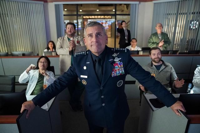 So sollte es sein: General Naird (Steve Carell) feiert im Kreis seiner Helfer einen Erfolg.
