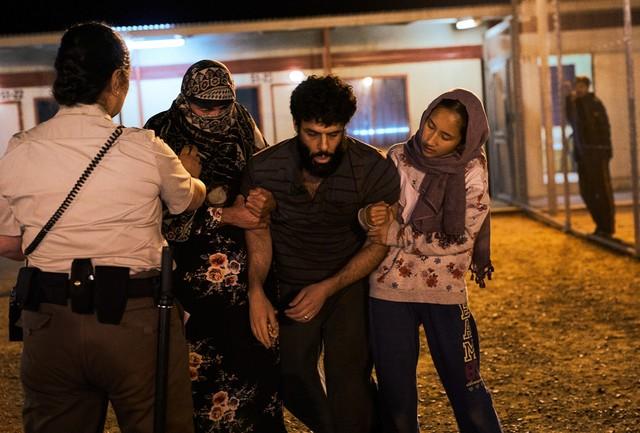 Ameer (Fayssal Bazzi) und Tochter Mina (Soraya Heidari) in Not