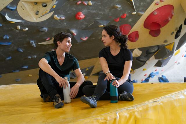 Christiane (Stephanie Stumph) findet in Alex Wolkow (Sebastian Urzendowsky) einen Kletter-Partner