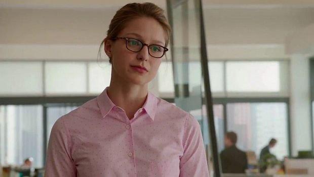 """Kara Danvers (Melissa Benoist) in """"zivil"""" als die sympathische Assistentin von Cat Grant..."""