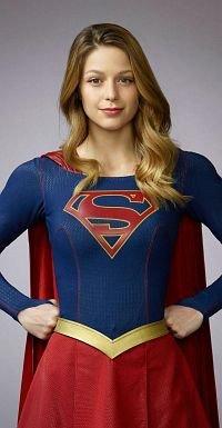 """... und Kara Zor-El in Montour als """"Supergirl"""""""