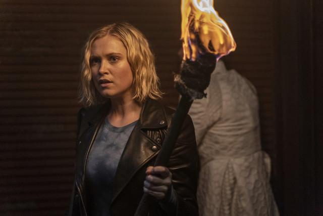 Clarke (Eliza Taylor) hat das Gegenmittel dabei.