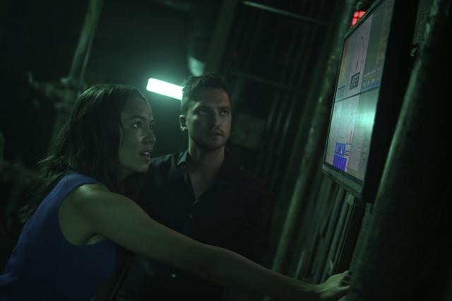 Murphy (Richard Harmon) und Emori (Luisa D'Oliveira) versuchen die nahende Katastrophe abzuwenden.