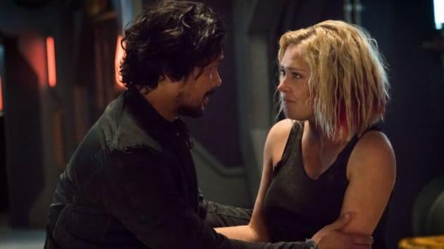 Bellamy (Bob Morley) und Clarke (Eliza Taylor) verband eine besondere Beziehung.