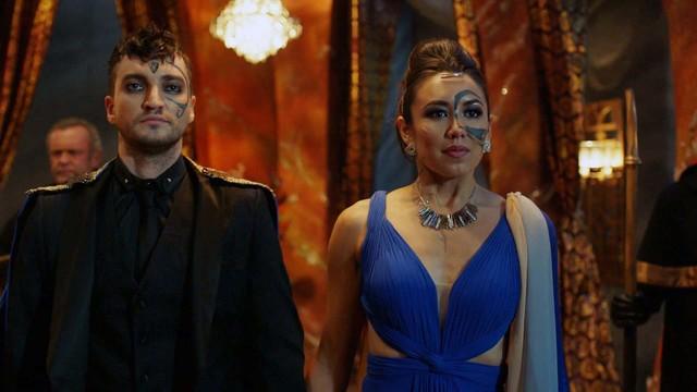 Murphy (Richard Harmon) und Emori (Luisa D'Oliveira) haben eine lange Reise hinter sich.