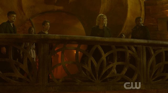 Clarke (Eliza Taylor) legt neue Regeln fest.