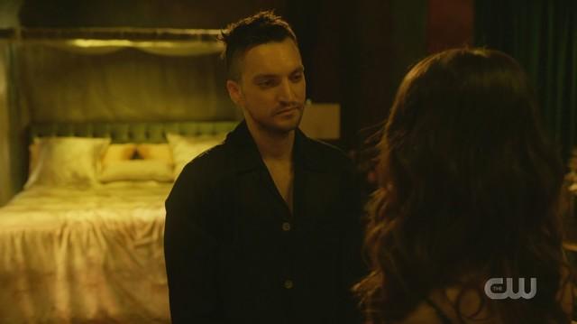 Murphy (Richard Harmon) will nicht ohne Emori (Luisa D'Oliveira) sein.