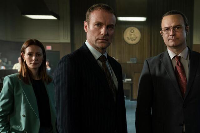Vor Gericht: Carsten (Mark Waschke, M.) und Juri (Mišel Matičević) kämpfen mit Anwältin Lea (Alvinia Wilson) um ihr Recht.