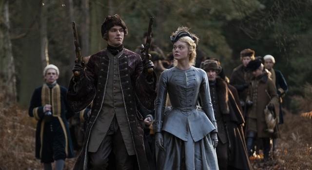 """Nicht nur beim """"Jagdsport"""" merkt Katharina (Elle Fanning) schnell, dass ihr frisch angetrauter Peter (Nicholas Hoult) ein überheblicher, ungehobelter Feigling ist."""