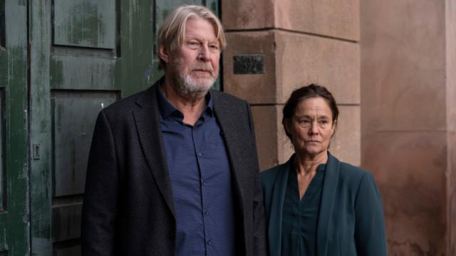 Die Eltern trauern, kämpfen aber auch um Aufklärung: Joachim (Rolf Lassgård) und Ingrid Wall (Pernilla August)