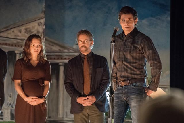 Die Drei vom Weltenretterkomitee: Frannie (Odessa Young), Glen (Greg Kinnear) und Stu (James Marsden)