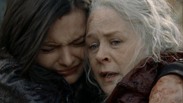 Lydia (Cassady McClincy) und Carol (Melissa McBride) standen - wörtlich - am Abgrund...