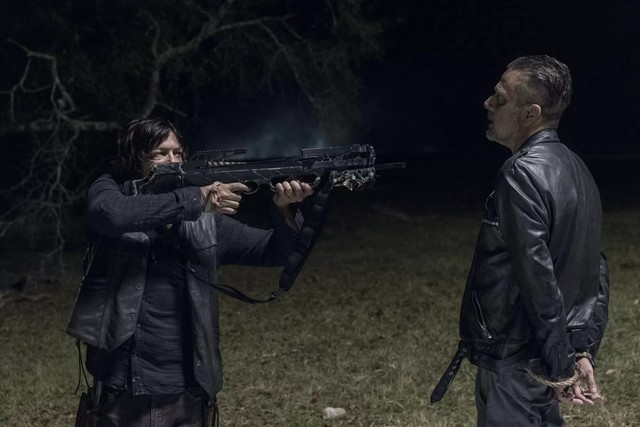 Daryl (Norman Reedus) vertraut Negan (Jeffrey Dean Morgan) nicht.