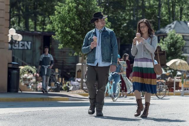 Eugene (Josh McDermitt) und die falsche Stephanie (Chelle Ramos)