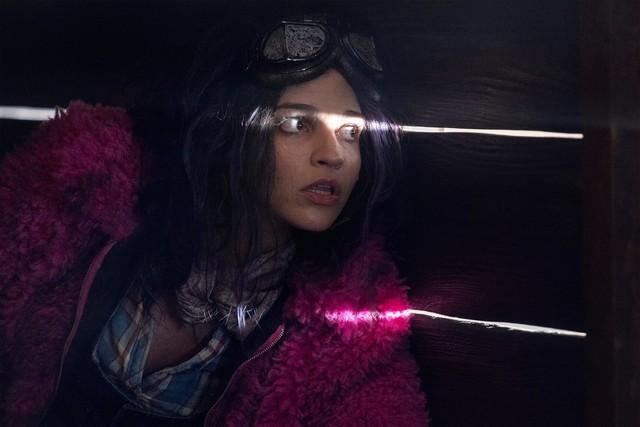 Princess (Paola Lázaro) erzählt von ihrer Vergangenheit.