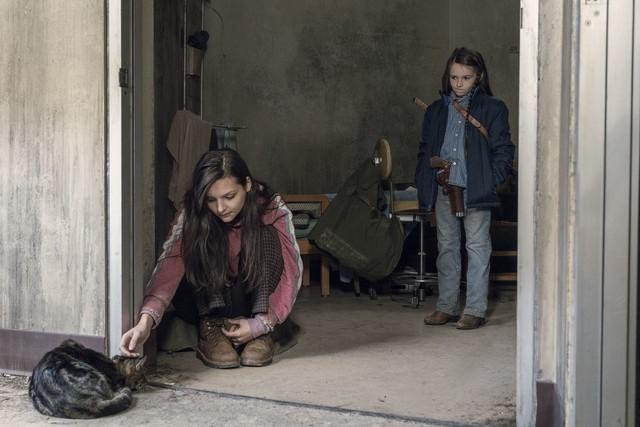 Lydia (Cassady McClincy) und Judith (Cailey Fleming) versuchen sich mit der Situation zu arrangieren.