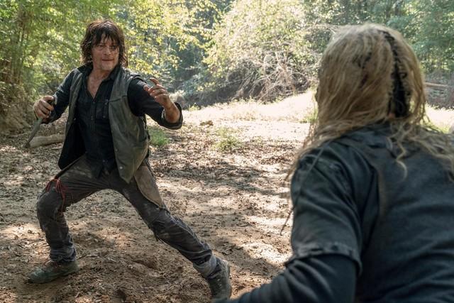 Daryl (Norman Reedus) und Alpha (Samantha Morton) liefern sich einen erbarmungslosen Kampf.
