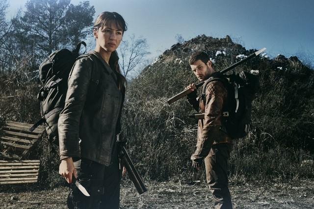 Huck (Annet Mahendru) und Felix (Nico Tortorella) reisen den Jugendlichen nach.