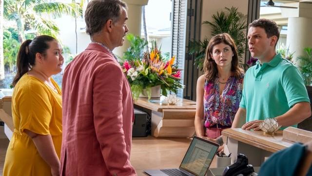 Die Suite ist nicht genug: Shane (Jake Lacy, r.) und Rachel (Alexandra Daddario, 2. v. r.) in den Flitterwochen