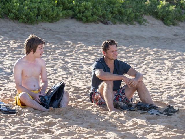 Sohn Quinn (Fred Hechinger, l.) und Vater Mark (Steve Zahn, r.) kommen sich auch beim verordneten Schorchel-Trip nicht näher.