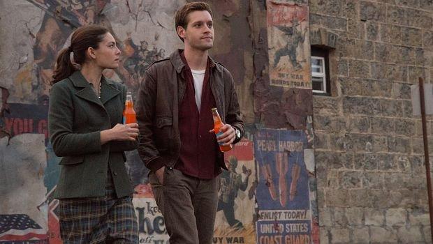Treffen sich in ungewisser Mission im Niemandsland: Juliana (Alexa Davalos) und Joe (Luke Kleintank)...