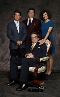 So sehen sich die Gemstones gerne: Vater Eli (v.) umgeben von seinen Kindern (v.l.) Kelvin, Jesse und Edi Patterson.