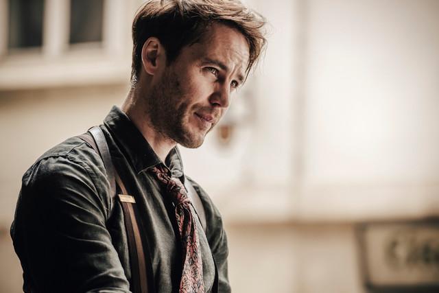 Max (Taylor Kitsch) versucht in Berlin, seinen Bruder Moritz ausfindig zu machen.