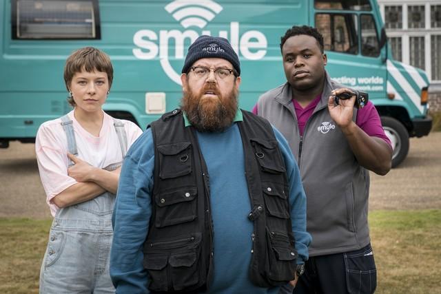 Das Team: Astrid (Emma D'Arcy), Gus (Nick Frost) und Elton (Samson Kayo)