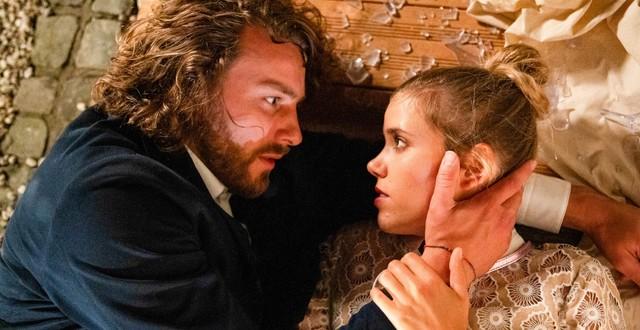 Wie verboten ist ihre Liebe? Alexander (Frederik Götz) und Josefin (Sina Zadra)