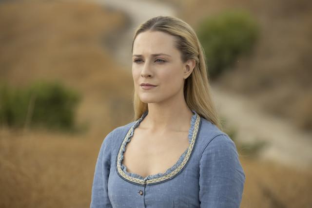 Dolores (Evan Rachel Wood) führt ein virtuelles Zwiegespräch mit Maeve.