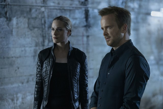 Dolores (Evan Rachel Wood) und Caleb (Aaron Paul) bilden ein Team.