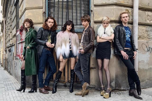 Die sechs Freunde teilen ihr Schicksal auf Berlins Straßen.