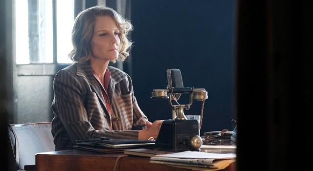 Nancy Campbell (Helen Hunt) ist eine in Nazideutschland geduldete, aber durchaus eng überwachte amerikanische Radio-Journalistin. Ihr Weltbild ist vom Sieg der Faschisten Francos in Spanien düster gefärbt.
