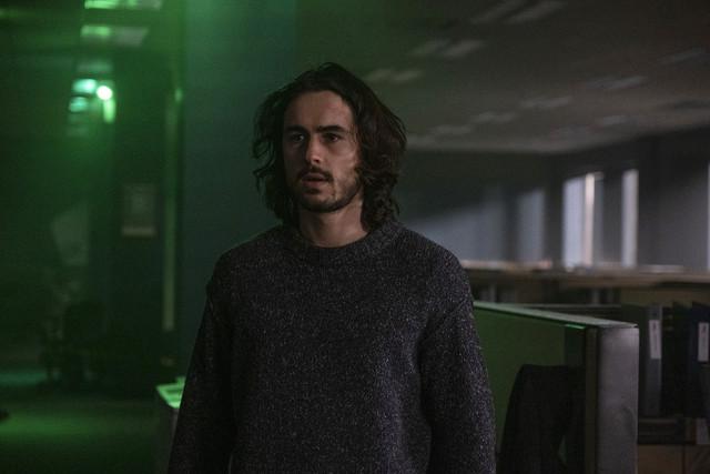 Dieser verwirrte Typ im Pulli ist niemand Geringeres als Yorick Brown (Ben Schnetzer) - die letzte Rettung der Menschheit.
