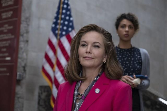 Power-Blick vor der Flagge: Jennifer Brown (Diane Lane) ist sehr plötzlich neue US-Präsidentin geworden.