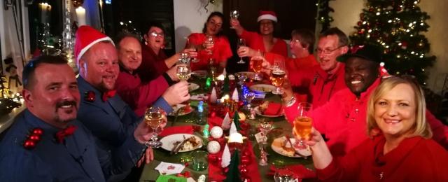 In der Vorweihnachtszeit wollte Sat.1 schließlich mit einer weihnachtlichen Doku-Soap punkten. Doch auch dieser Schuss ging nach hinten los: Auf dem 19-Uhr-Sendeplatz holte das Format