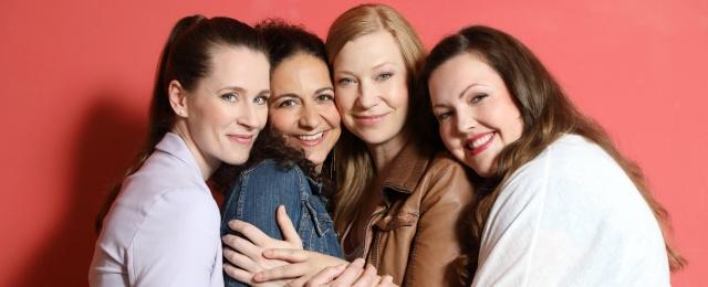 """Auch RTL versuchte es ab Herbst 2018 mit einer neuen Daily-Soap namens """"Freundinnen - Jetzt erst recht"""". Doch auch nach 159 gezeigten Folgen wollte sich kein Erfolg auf dem Sendeplatz um 17 Uhr einstellen. Tief einstellige Marktanteile in der Zielgruppe der 14- bis 49-Jährigen waren die Regel. Ein Aufwärtstrend war nie zu erkennen, weshalb sich RTL gegen eine Fortsetzung entschied."""